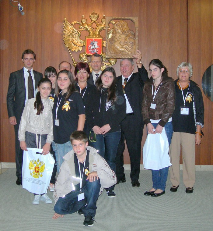 SEB et les enfants à l'ambassade de Russie le 15 sept 2010.jpg