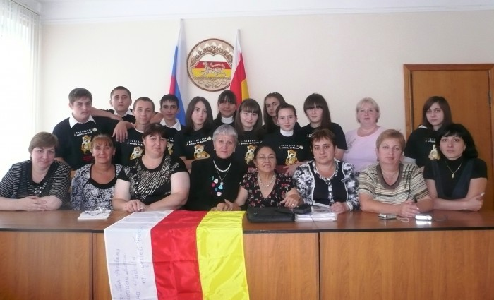 Victoria FADDEEFF et les mères de Beslan.JPG